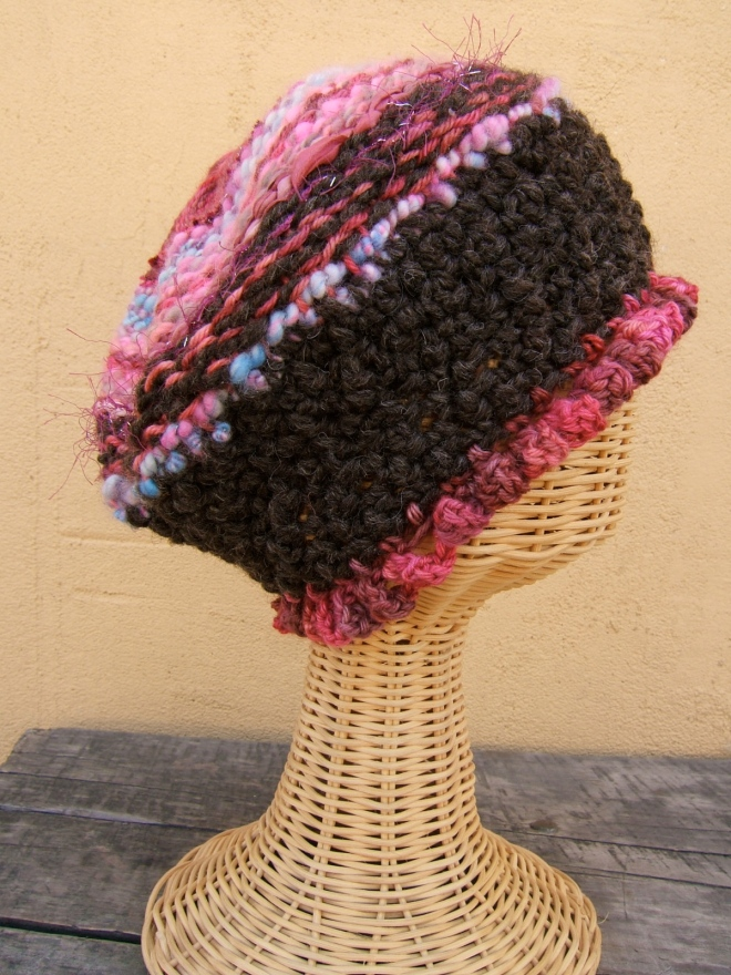 Hat with circular weaving